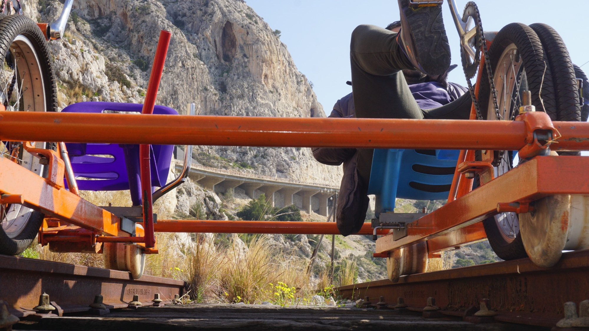 Railbiking στην Ελλάδα: Ποδηλατώντας στις παλιές ράγες της Κακιάς Σκάλας |  travel.gr